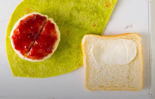 Намазывание хлеба маслом