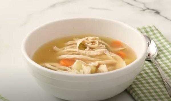 Готовый суп с курицей