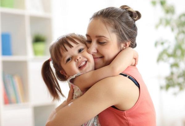 Счастливые мама с дочкой